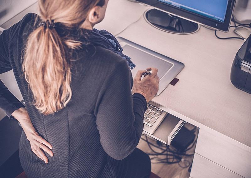 Rücken- und Nackenschmerzen im Büro vermeiden